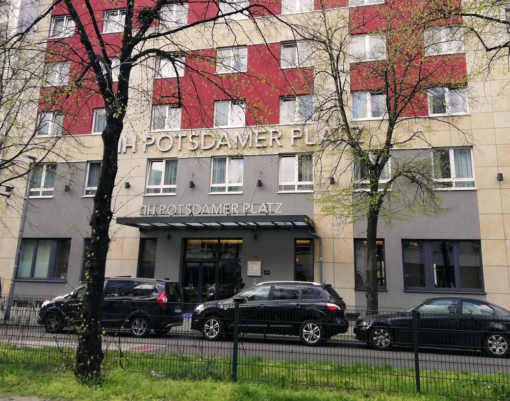 PolyLine Umwelttechnik GmbH NH Hotel Berlin Rohrsanierung RohrInnenSanierung SchlauchLiner InLiner InLinersanierung Inversion Inversionstrommel Epoxidharz SML-Rohr SML SML-Rohrleitung SML-ENtlüftungsleitung Fettscheideranlage Hotel Hotelbetrieb Rohrschaden Leck Verstopfung