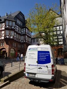 PolyLine Umwelttechnik GmbH Marburg an der Lahn Altstadt Luftschachtsanierung Einsatzort Airliner-System InlineFLex geba Bartholomäus GmbH Lüftungsleitungen Abluftleitungen Rohrsanierung